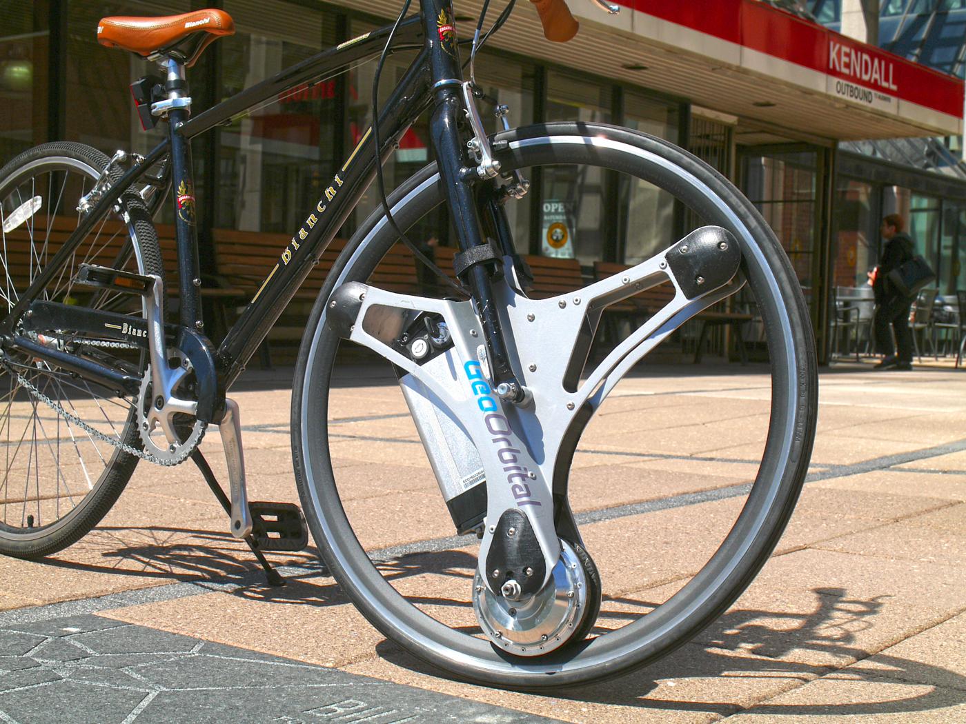 Transforma tu bicicleta en un modelo eléctrico con esta rueda motorizada