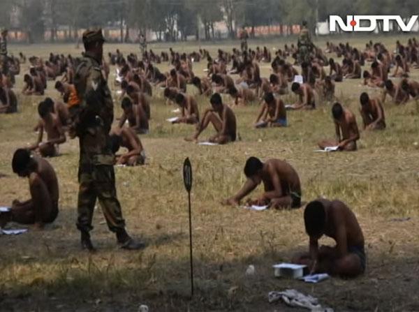 「下着以外脱ぐように!」 インドの軍試験でカンニング対策のためにとった対策がヒドすぎるwww【動画】