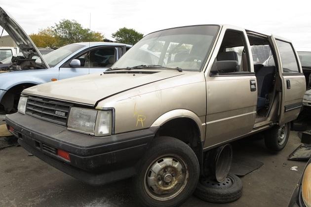 4輪駆動の1986年型日産「スタンザ ワゴン(プレーリー)」を廃車置場で発見