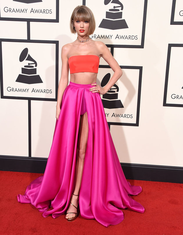 LOS ANGELES, CA - FEBRUARY 15:  Taylor Swift arrives at the The 58th GRAMMY Awards at Staples Center on February 15, 2016 in Los Angeles City.  (Photo by Steve Granitz/WireImage)