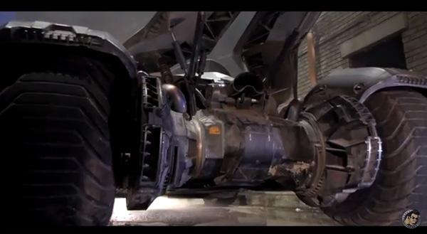 『バットマン v スーパーマン』最新バットモービルは超イカついオラオラ系シャコタン装甲車!