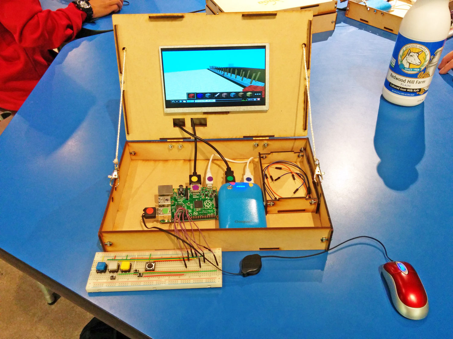 Learn DIY electronics by playing Minecraft