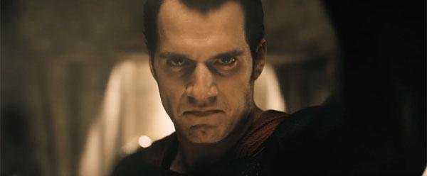スーパーマンはなぜ悪に染まってしまったのか? 『バットマンVSスーパーマン』謎が謎を呼ぶ予告編公開!