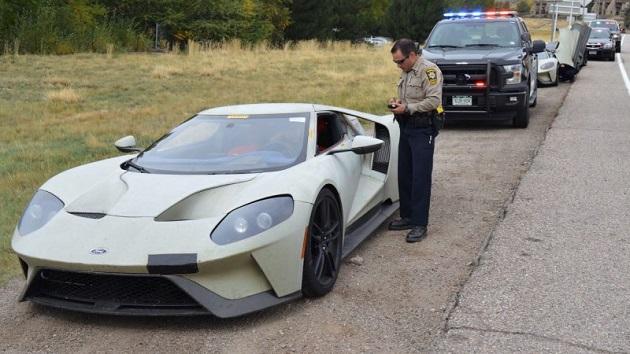 新型「フォードGT」でも警察からは逃げられない! スピード違反で3台のプロトタイプが捕まる