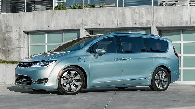 クライスラー、新型ミニバン「パシフィカ」の電気自動車バージョンをCESで公開