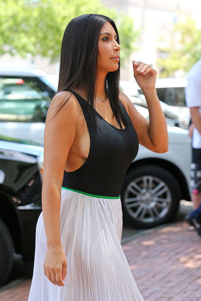 Kim kardashian side boob pictures