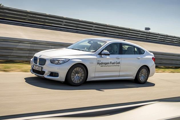 BMW、トヨタとの共同開発による燃料電池システムを搭載した「5シリーズ GT」のプロトタイプを公開