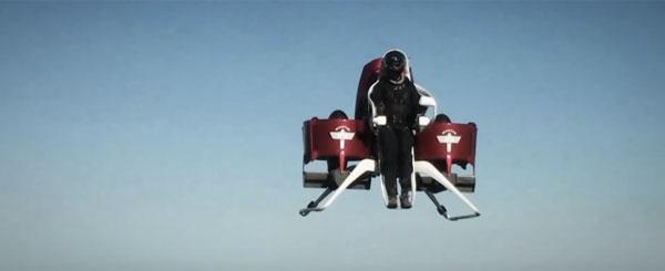 ロケッティアかよ!地上1000メートルまで飛べる「ジェットパック」が近未来すぎてカッコいい【動画】