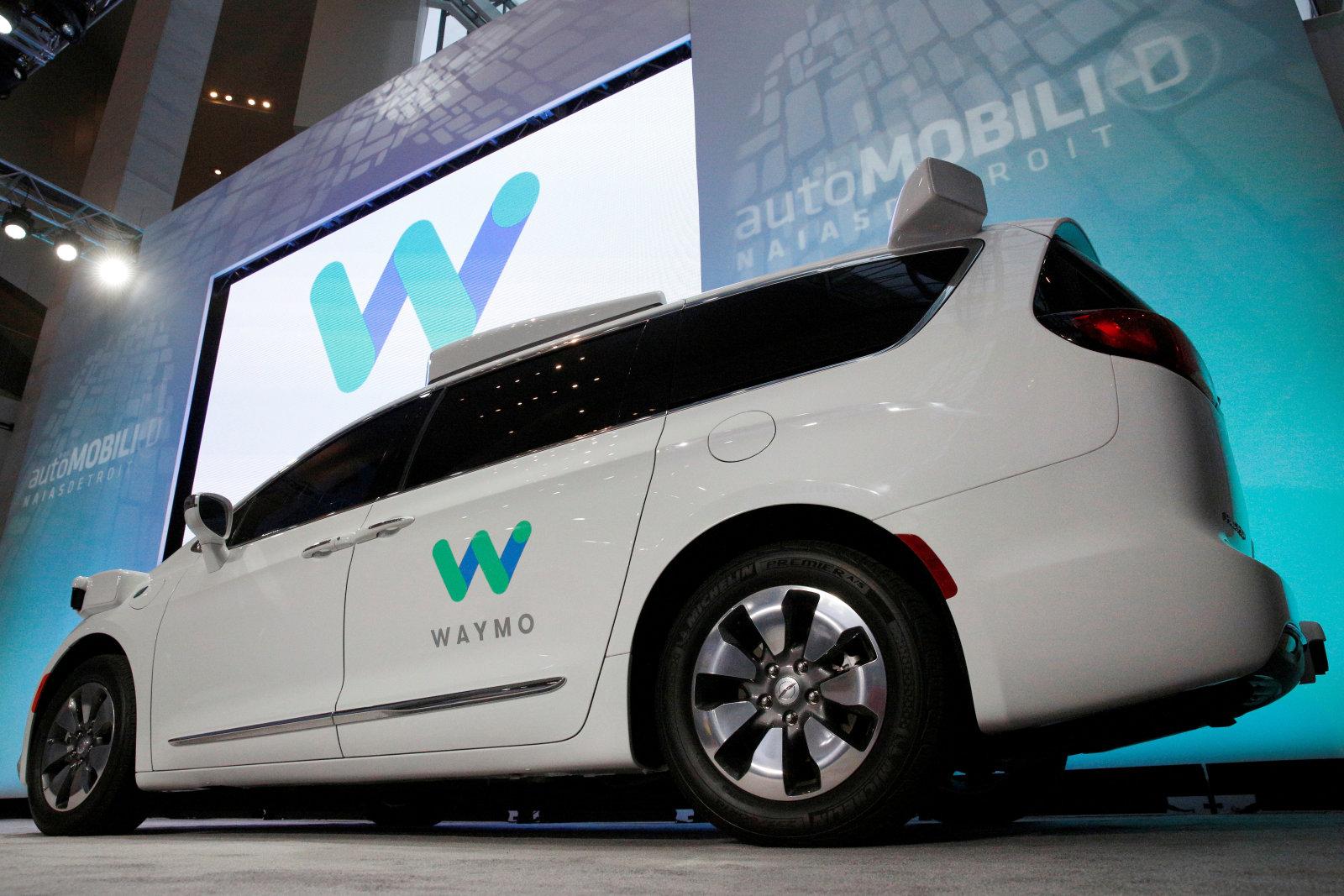 waymo patenta un coche u0027blandito u0027 para proteger a los peatones en