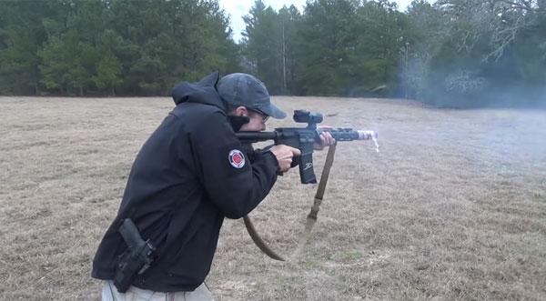 M16自動小銃を撃ちまくってベーコンを焼く!信頼できるバカがアツすぎる【動画】