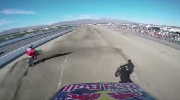 【ビデオ】パストラーナが久々に2輪で大ジャンプ! そのヘルメットカメラ映像が公開