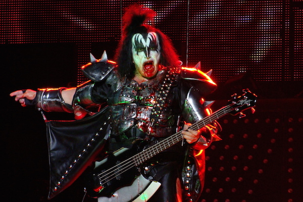 famous men who have had sex with over 2,000 women, men who slept with 2000 women, gene simmons