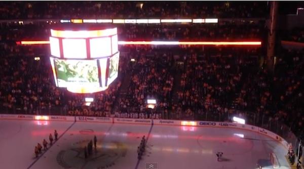 プロアイスホッケーの試合前にアメリカ人がカナダ国歌を大合唱、その理由とは?