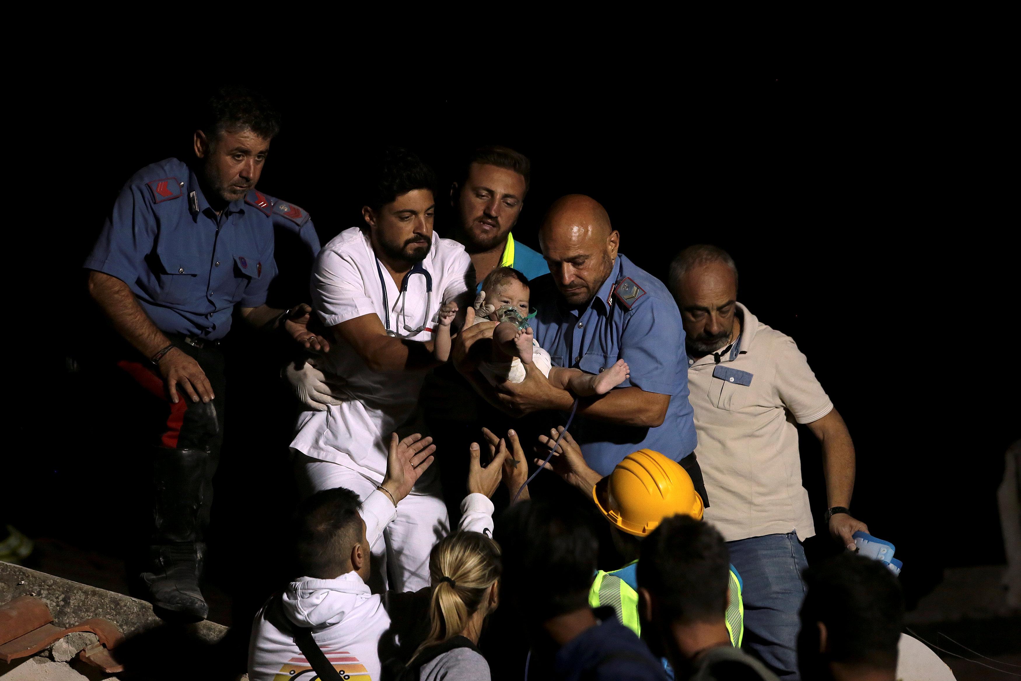Terremoto a Ischia, anche bambini sotto le macerie