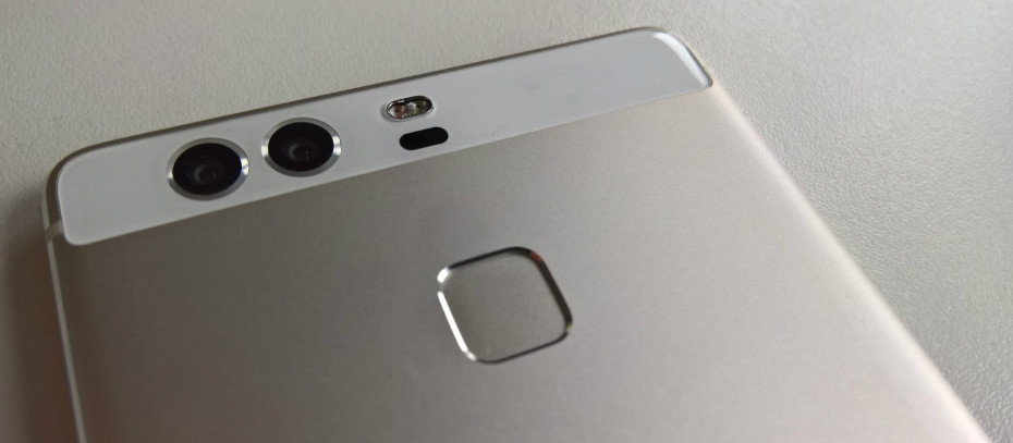 Pictures of Huawei's dual-camera P9 surface