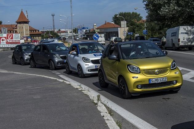 1207台ものスマート「フォーツー」がブダペストの街をパレード!