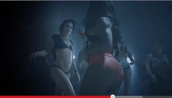 世界的ヘヴィメタバンドが新作MVで何故かマイリー・サイラスばりのケツ振りダンス
