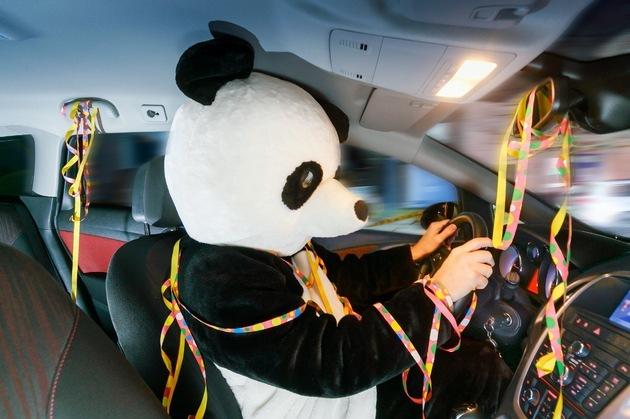 Karneval autofahren maskiert Fasching