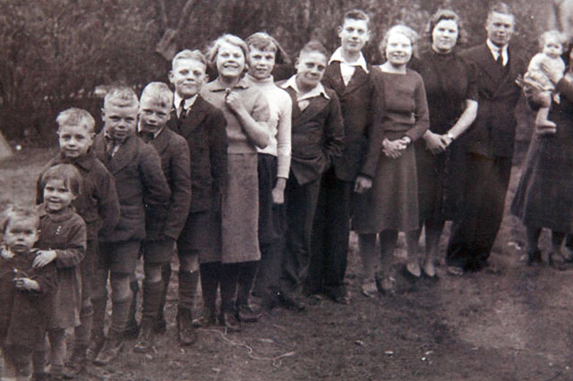 World's oldest family: 12 siblings have more than 1,000 years between them