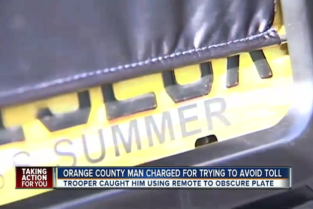 【ビデオ】ナンバープレートを隠す装置を取り付けて高速道路の通行料金を踏み倒していたフロリダ州の男が逮捕される