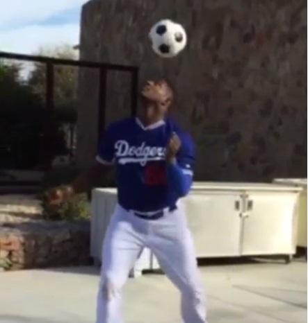 サッカーがやたら上手すぎるメジャーリーガーがネット上で話題に【動画】