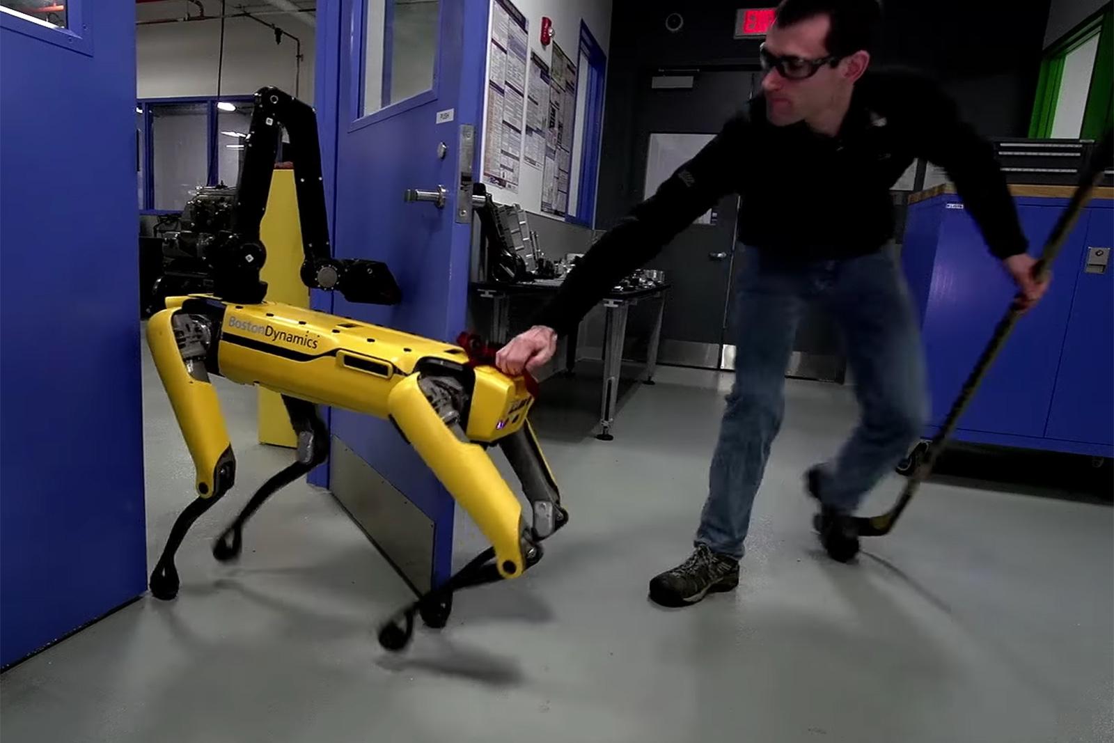 Boston Dynamics zeigt wie Roboter die Welt übernehmen