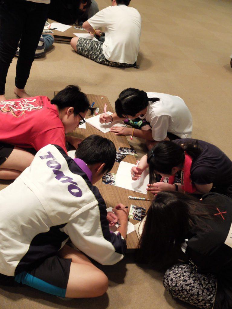 合宿での石川さん(左上)と班のメンバー
