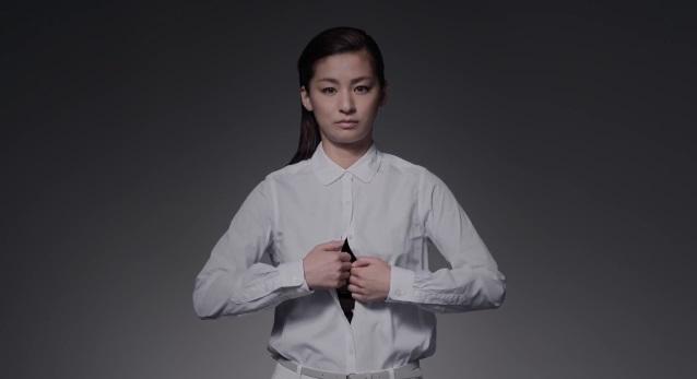 女優・尾野真千子がシャツのボタンをゆっくり外して・・・衝撃の展開に!【動画】