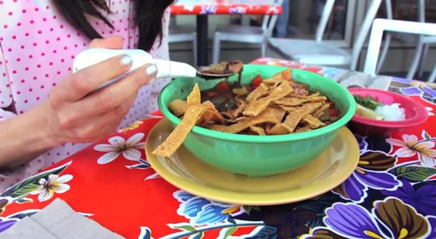 Google compra la firma creadora de una cuchara para personas con Parkinson
