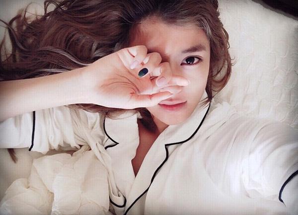 ローラの寝起きベッド写真がプライベート感丸出しでエロ可愛すぎてツラい