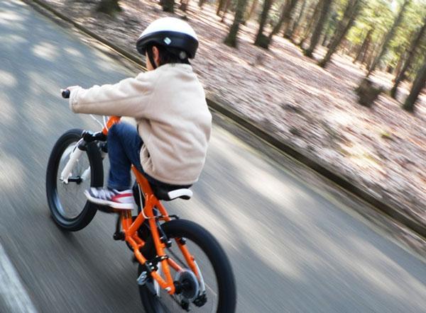「子供は自転車に乗るな」自治体の呼びかけに、ネット上で批判が殺到