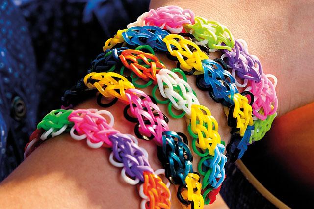Loom band designs: Flower bracelet
