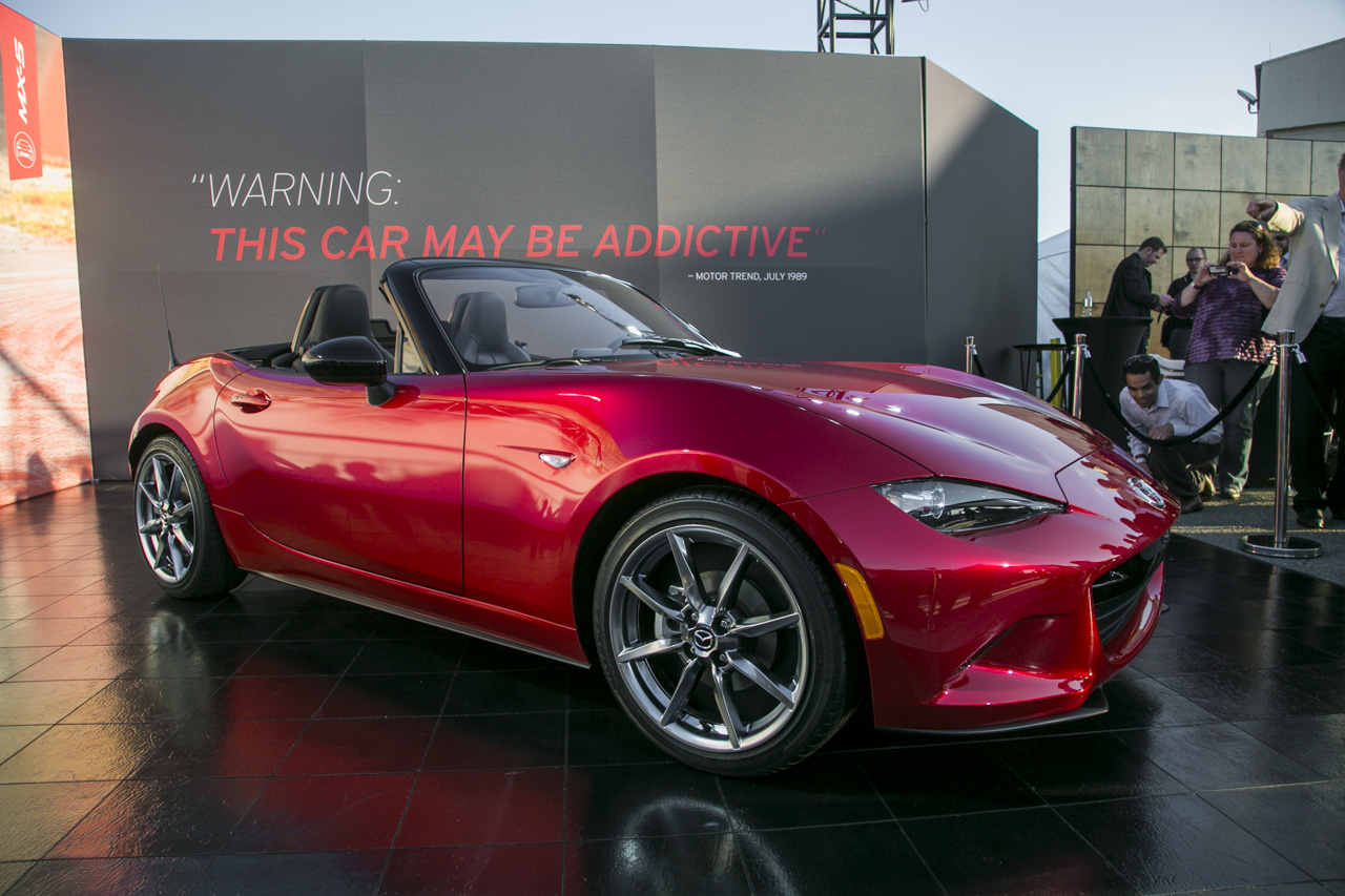 2016 Mazda MX-5 Miata - front three-quarter live reveal image