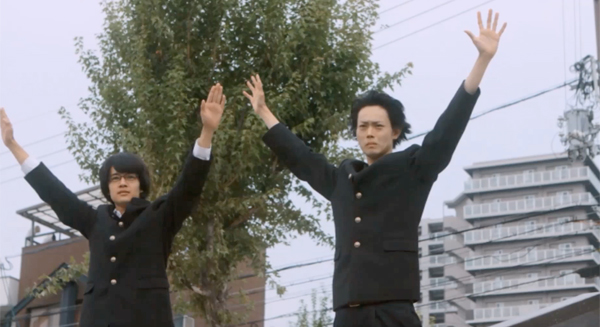 『セトウツミ』池松壮亮&菅田将暉、大ヒット公開記念で「もうひとつのスタンディングオベーション」動画解禁!地元住民も参加