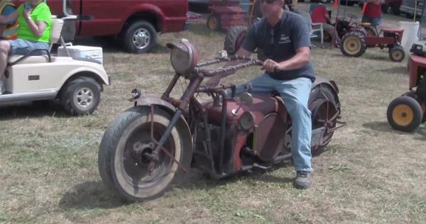かっけえ!古いトラクターなどを改造して作った激シブなバイク【動画】