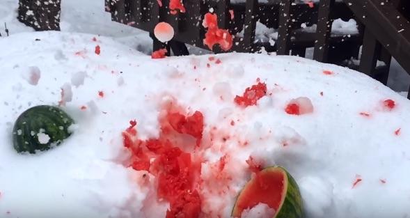 オトナげねぇ!当たったら絶対に痛い雪合戦専用マシーンがヒドすぎるwww【動画】