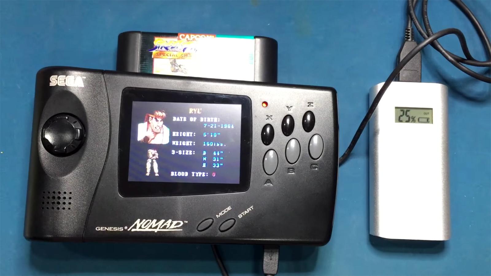 Consiguen hacer funcionar la mítica Genesis Nomad con una batería externa USB