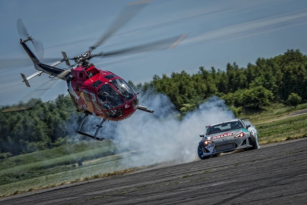 【ビデオ】トヨタ「GT86」がヘリコプターと迫力のチェイスを展開!