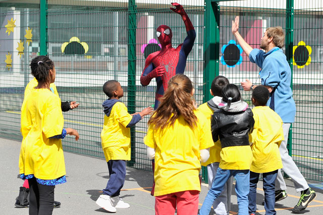 Andrew Garfield surprises schoolchildren while dressed as Spider-Man
