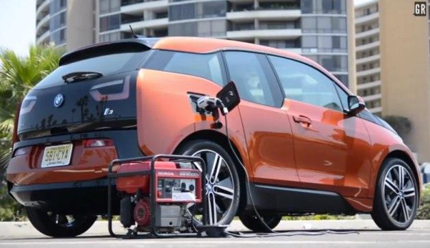 【ビデオ】BMWのEV「i3」をホンダの発電機で充電してみた