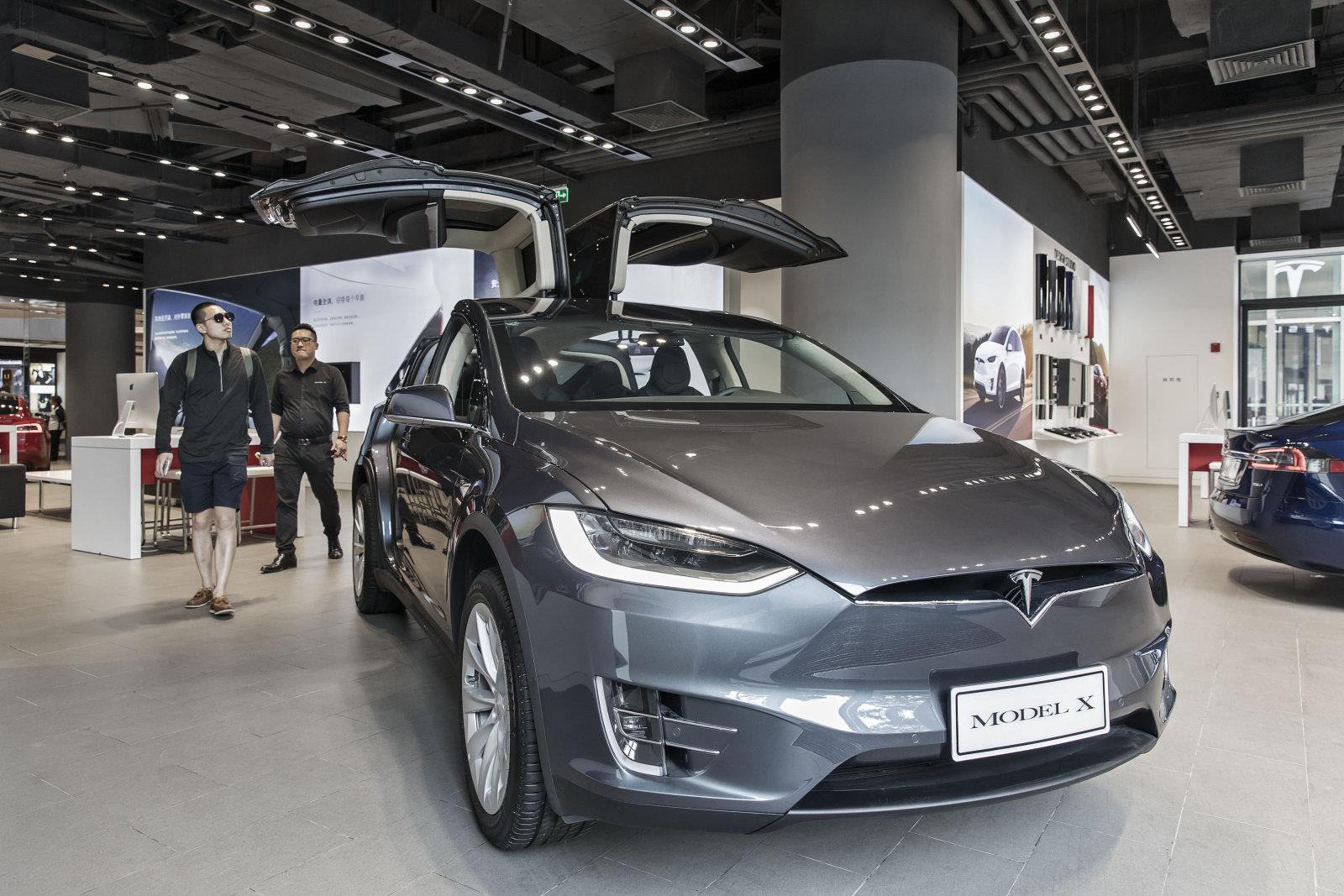Tesla llama a revisión a 11.000 Model X