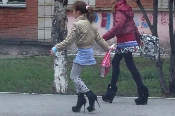 weird russia, strange russia, different in russia, russian girls high heels