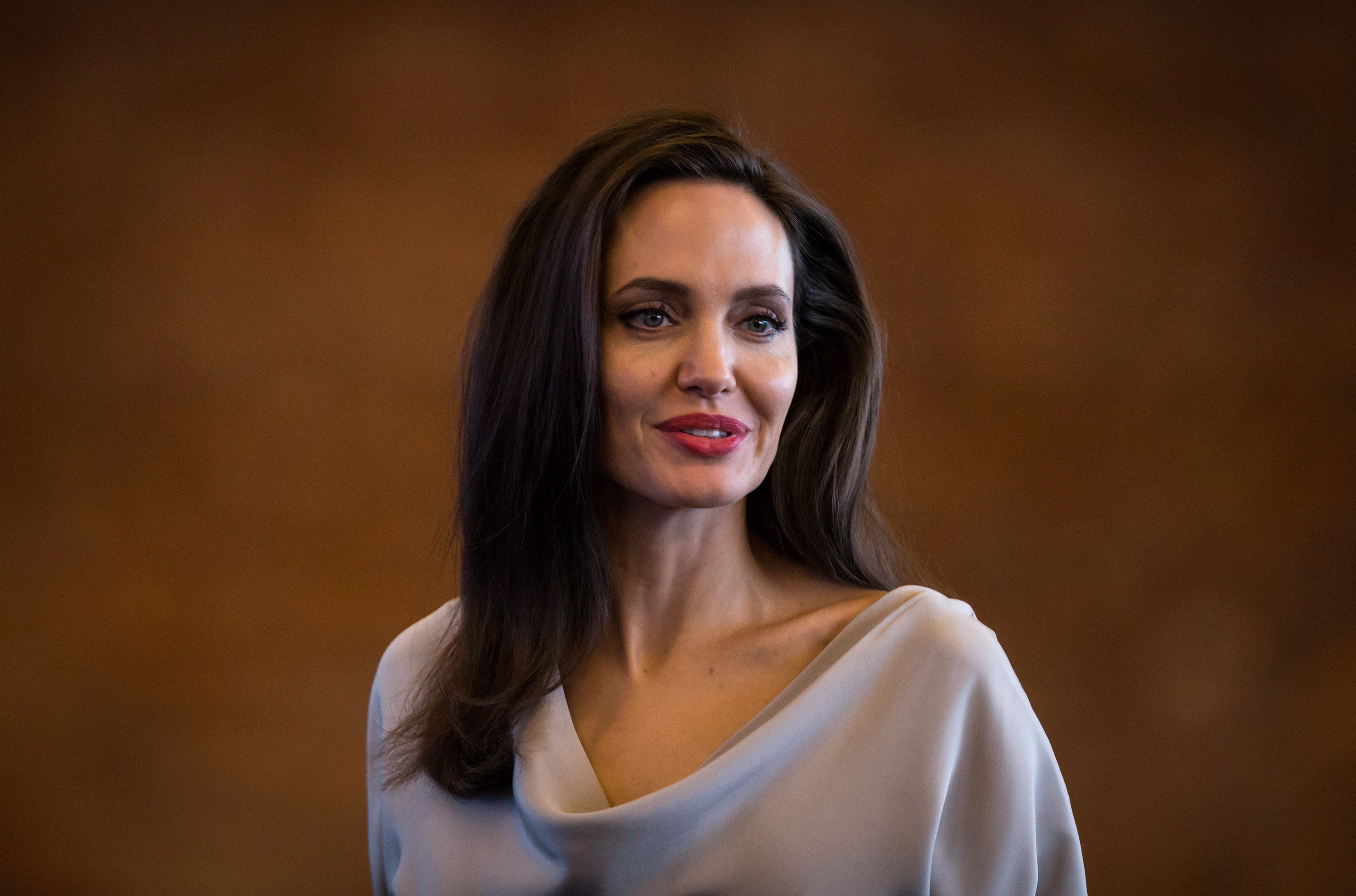 Media: Angelina Jolie urgently placed in a psychiatric clinic 13.08.2018 12