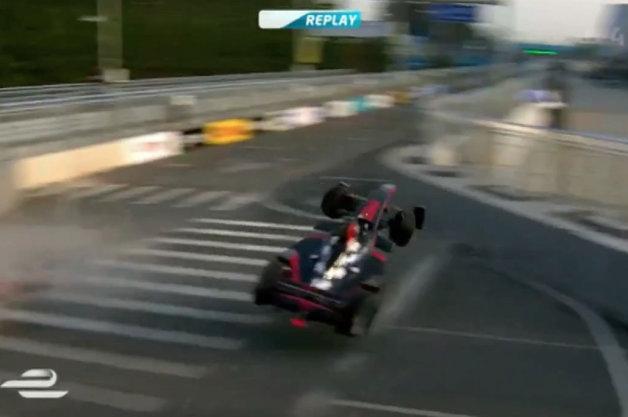 【ビデオ】最終周の最終コーナーで大クラッシュ! フォーミュラE開幕戦を振り返る