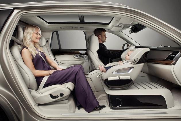 ボルボ「XC90 エクセレンス・チャイルドシート」で、乳幼児を連れて快適なドライブを提案