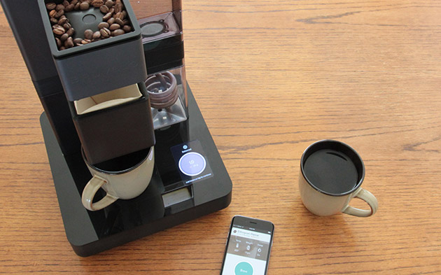 App-controlled coffeemaker can automatically mix your perfect blend