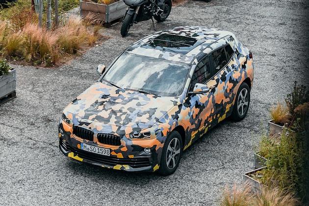 BMW、新型クロスオーバー「X2」を公開 ただしカモフラージュ柄入り