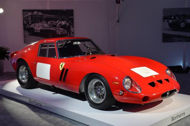 フェラーリの希少なレーシングカー「250GTO」がオークション史上最高額の39億円で落札!