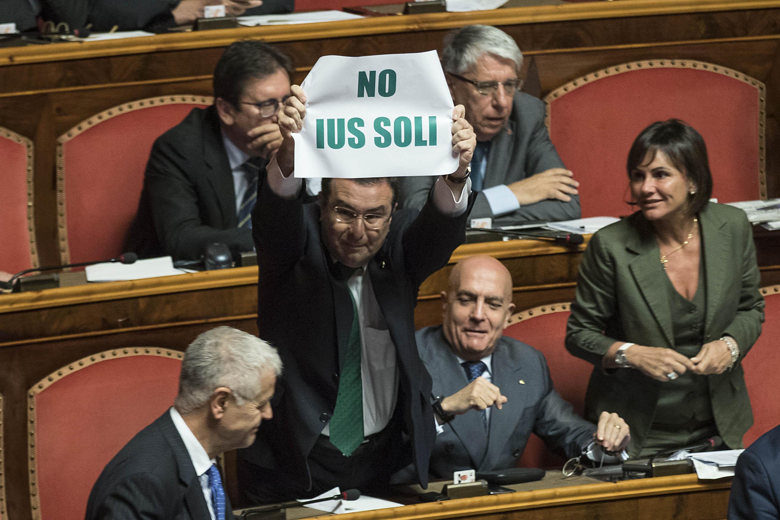 Ius Soli al Senato: il ministro Fedeli finisce in infermeria