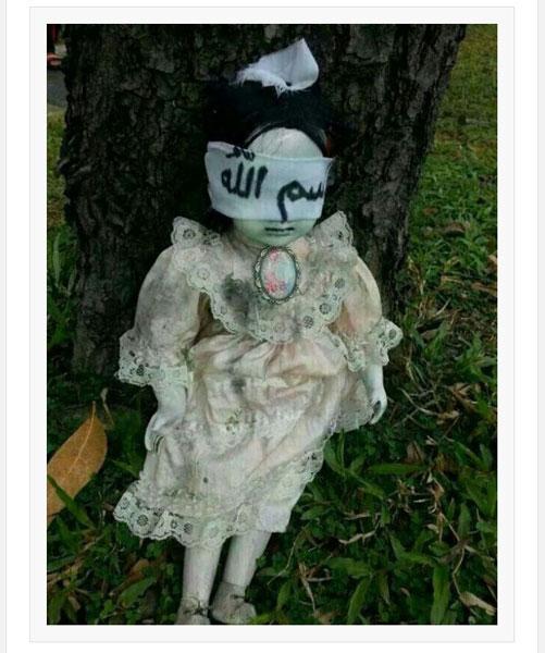 【閲覧注意】目隠しされた呪いの人形が発見される・・・世界中が恐怖のどん底に